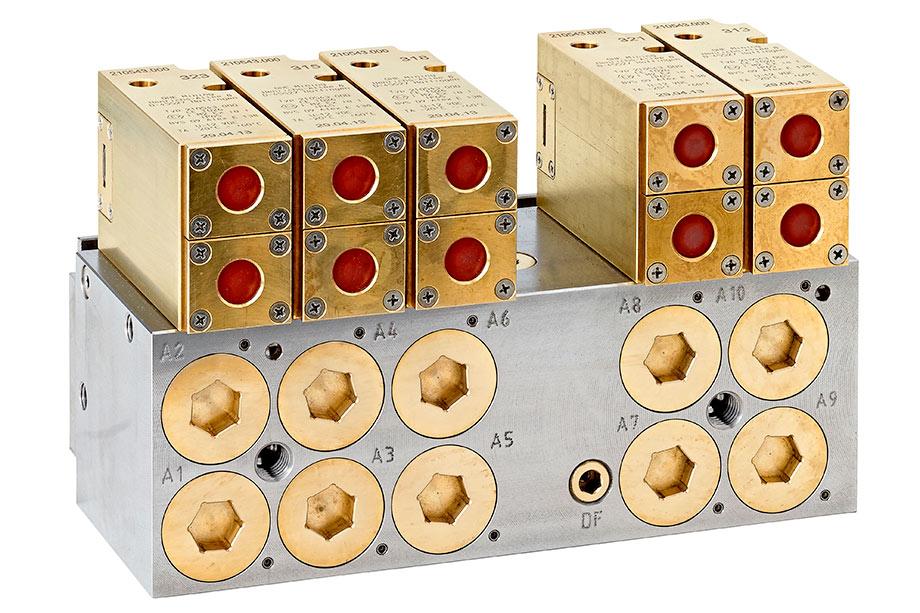 Produktfotos für rsb Design von Steuerungen, Rückschlagventilen, Hydraulikkomponenten und Armaturen für den Untertagebergbau.